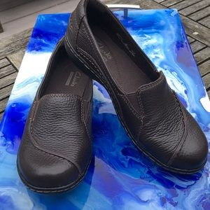 Clark's brown leather flats, size 6